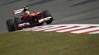 Felipe Massa s vozem Ferrari při tréninku na Velkou cenu Číny.