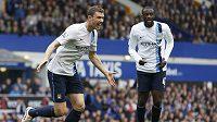 Útočník Manchesteru City Edin Džeko se raduje z branky proti Evertonu.
