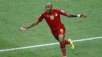 Ghaňan Andre Ayew oslavuje svou vyrovnávací trefu v zápase proti silnému Německu.