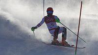 Rakušan Marcel Hirscher v prvním kole olympijského slalomu chyboval a musí na zlato zapomenout. Úvodní jízdu totiž nedokončil.