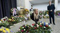 Gabriela Soukalová a šéftrenér české biatlonové reprezentace Ondřej Rybář na pohřbu zesnulého předsedy svazu Václava Fiřtíka.