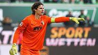 Švýcarský brankář Marwin Hitz chytal v sezóně 2017/18 za Augsburg