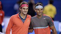 Roger Federer (vlevo) po boku Rafaela Nadala.