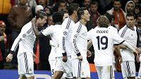 Fotbalisté Realu Madrid se radují z branky, kterou vstřelil Cristiano Ronaldo (vlevo).