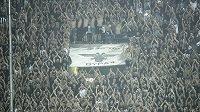 Fanoušci PAOK Soluň během zápasu s Fiorentinou.