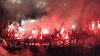 Fanoušci Slavie při derby.