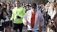 Don McNelly má čtyřiadevadesát let, ve svém životě uběhl 627 maratónů.