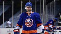 Hokejista Nick Leddy v dresu NY Islanders, ze kterého byl vyměněn do Detroitu.