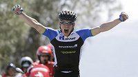 Český cyklista Leopold König se raduje z vítězství v královské etapě závodu Kolem Kalifornie.