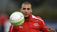 Švýcarský reprezentant albánského původu Pajtim Kasami při tréninku na kvalifikační duel v Tiraně.