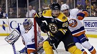Jaromír Jágr motal obráncům Islanders hlavu, ale k vítězství Bostonu to nestačilo.