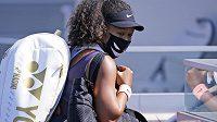 Japonská tenistka Naomi Ósakaová na protest proti rasismu a sociální nespravedlnosti odstoupila z turnaje v New Yorku.