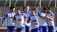 Znojemský útočník Václav Vašíček (druhý zprava) se raduje se spoluhráči z gólu proti Jablonci v utkání 19. kola Gambrinus ligy.