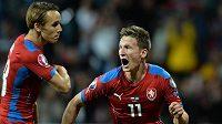 Český útočník Milan Škoda (vpravo) se raduje z vyrovnávacího gólu proti Kazachstánu.