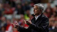 Manažer Manchesteru United José Mourinho během utkání Ligy mistrů na hřišti Benfiky Lisabon.