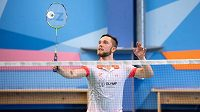 Badmintonista Adam Mendrek během tréninku s Petrem Koukalem.