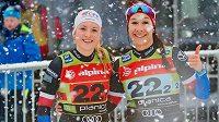 Lyžařky (zleva) Kateřina Janatová a Petra Hynčicová při nedávném Světovém poháru v Planici.