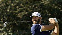 Americký golfista Dustin Johnson během druhého kola turnaje Masters.