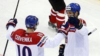 Češi šli do vedení! Roman Červenka slaví svůj gól proti Kanadě s Vladimírem Sobotkou.