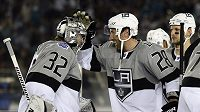 Brankář Los Angeles Kings Jonathan Quick a Jarret Stoll
