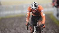 Nizozemec Mathieu van der Poel míří za obhajobou titulu mistra světa.