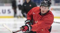 Očekávaná jednička draftu NHL Alexis Lafreniere během tréninku na MSJ v Ostravě.