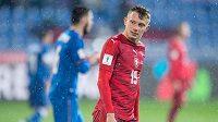 Český záložník Ladislav Krejčí v utkání s Ázerbájdžánem.