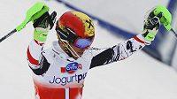 Rakušan Marcel Hirscher z Rakouska se raduje po prvním kole slalomu finále SP v Lenzerheide.