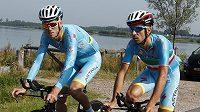 Nizozemský cyklista Lars Boom (vlevo) čelí obvinění z dopingu.