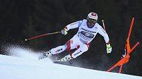 Švýcar Beat Feuz při sjezdu v Garmisch-Partenkirchenu.