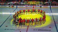 Vzpomínkový okamžik na hráče Humboldtu Broncos před zápasem NHL mezi Calgary a Las Vegas.