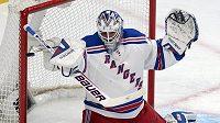 Gólman New York Rangers Henrik Lundqvist během jednoho ze zápasů s Montrealem.