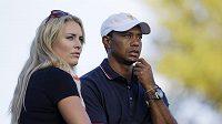 Golfista Tiger Woods po boku Lindsey Vonnové.