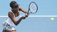 Tenistka Venus Williamsová ve finále aucklandského turnaje proti soupeřce Ivanovičové.