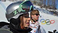 Snowboardistka Šárka Pančochová a její trenér Martin Černík při tréninku v Krasné Poljaně.