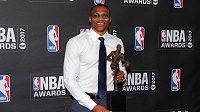 Russell Westbrook s trofejí pro nejužitečnějšího hráče NBA.