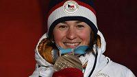 Česká reprezentantka Veronika Vítková s bronzovou medailí z olympijských her v Pchjongčchangu.