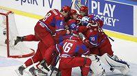 Ruští hokejisté do 20 let se radují z vítězství nad Kanadou v utkání o 3. místo.
