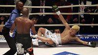 Floyd Mayweather v exhibičním utkání neměl problém. Tenshin Nasukawa prohrál po 136 sekundách.