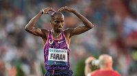 Běžec Mo Farah v cíli 10000 m během atletického mítinku Zlatá tretra.