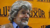 Reinhold Messner na archivním snímku při pražském křtu knihy Pád nebes.