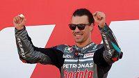 Vítězné gesto Franca Morbidelliho po vítězství ve VC Valencie. Povede se mu stejně dobře v rallye jako v MotoGP?