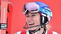 Mikaela Shiffrinová a její radost po vítězství ve slalomu.