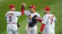 Baseballisté St. Louis se radují z vítězství nad Bostonem.