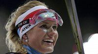 Biatlonistka Gabriela Soukalová se raduje ze stříbrné medaile v závodu s hromadným startem na 12,5 km v Soči.