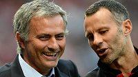 José Mourinho (vlevo) se může smát. Kandidátem na post trenéra Manchesteru United byl i Ryan Giggs, podle všeho se ale týmu ujme právě Portugalec.