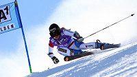 Švýcarská lyžařka Lara Gutová na trati v Söldenu.