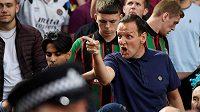 Fanoušci Aston Villy se během utkání 4. kola Premier League proti Crystal Palace střetli s pořadatelskou službou a s policií.