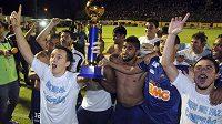 Fotbalisté Cruzeira se radují se zisku ligového titulu.