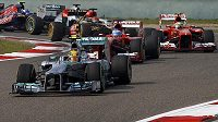 Lewis Hamilton s vozem Mercedes.